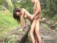 【無修正】美女と大自然の中で野外SEX