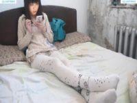【無修正】白タイツ美少女が足コキで抜いてくれた!!