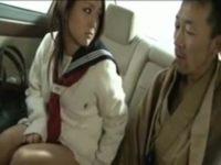 【無修正】ギャルJKが車内でヤクザにフェラ!!強面ヤクザが凄テクフェラでイカされるw