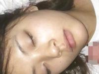【無修正】ぐっすり寝ている女の子に勝手に顔射する鬼畜映像はこちらw
