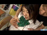 【無修正】巨乳JKを教室で生ハメ3P!!男2人でガンガン責める!!