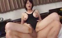 息子に甘えて欲しい豊満な熟母が乳首が透けたレオタードで母子相姦