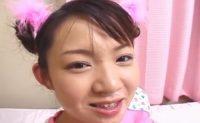 【無修正】妹系の童顔な美少女を服を着たままハメまくってお顔にぶっかけ