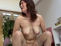 【無修正】垂れ乳巨乳の40代熟女が若くて硬いチンポで喘ぎ乱れる!根元純