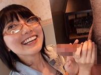 【無修正】童顔で伝説の素人と呼ばれるチンポに興味津々なメガネ美少女のフェラ抜き!草川栞