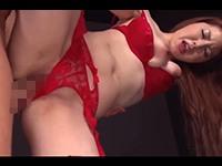 【無修正】ガーターベルト&網タイツのセクシーな色白パイパン美女が赤い下着をずらされ生ハメされて手マンでドバドバ潮吹き!一之瀬麗花
