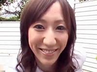 【無修正】制服コスのおねえさんが庭で見事な1本スジのマンコを露出くぱぁ!成瀬花梨