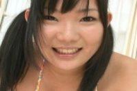【無修正】[新堀亜沙美]黒髪ツインテールロリ少女が四つん這いパイパンまんこが丸見え