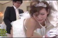 【無修正】結婚式で性欲を我慢できないカップルが両親の前で生チンポをしゃぶり尽くす