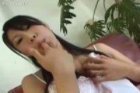 【無修正】激しい手コキフェラをして口に出された精液をゴックンするエロ娘