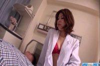 【無修正】発情した女医が患者のペニスを手コキフェラ