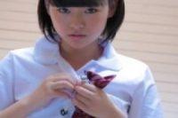 【無修正】[本田真琴]ピチピチ肌の色白少女がエロい表情でアイスを同時に2本咥える