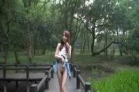 【無修正】可愛いお姉さんが朝の公園で野外露出プレイ