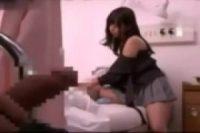 【無修正】病院にお見舞いに来た激カワお姉さんが入院中のキモ男のバックに喘ぐ