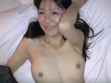 【無修正】年齢より若く見える熟妻が久しぶりのSEXで性欲全開で喘ぎまくる!人妻みなみ43歳